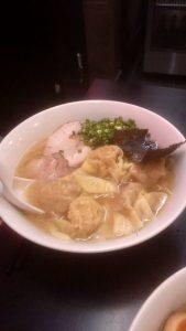ラーメン茂木のワンタン麺